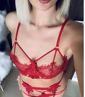 Emmily Hot